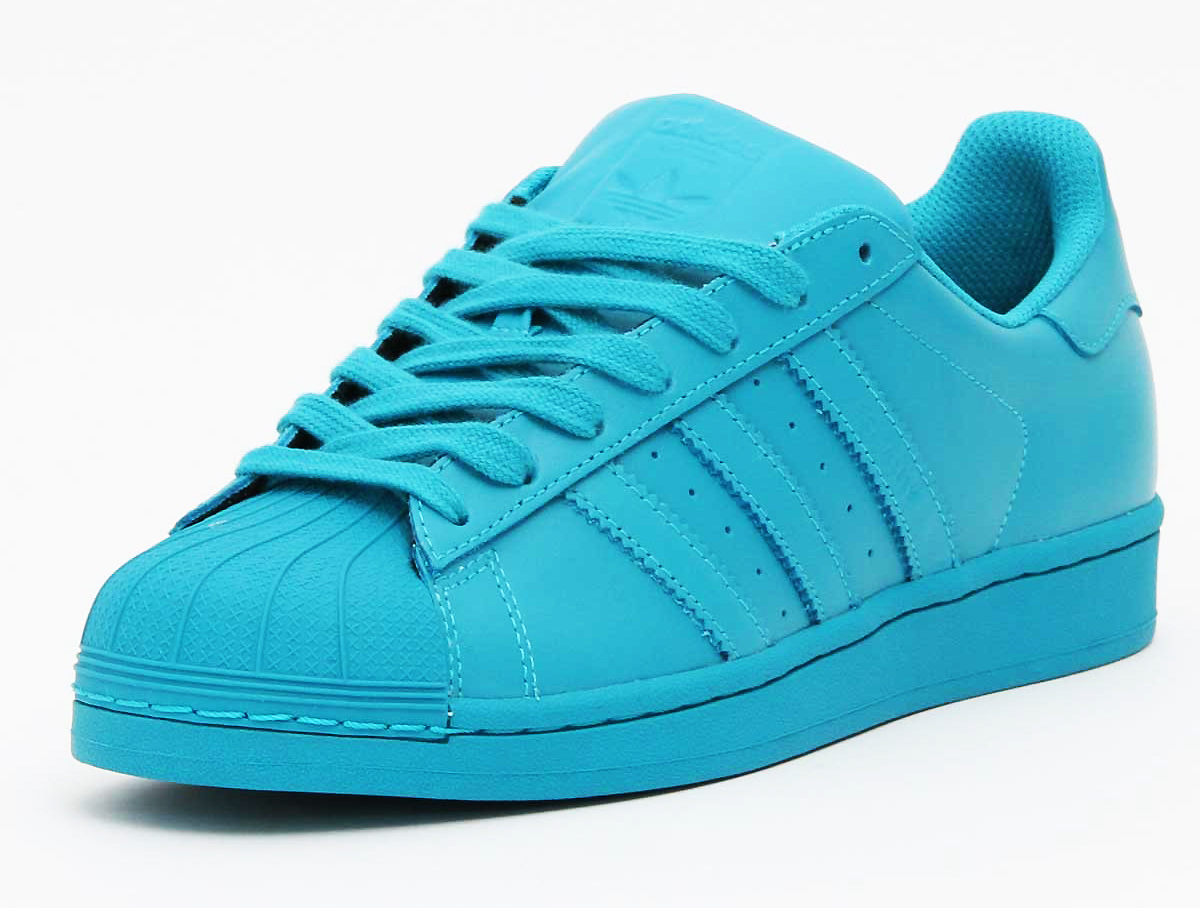 sneaker spotter wizkid in adidas superstar supercolor. Black Bedroom Furniture Sets. Home Design Ideas