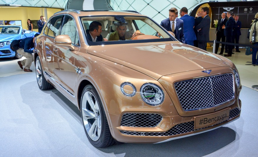 what a bentley suv looks like 2017 bentley bentayga photos. Black Bedroom Furniture Sets. Home Design Ideas